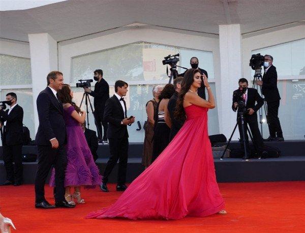 شاهد: ياسمين صبري تخطف الأنظار بفستانها الأحمر-2