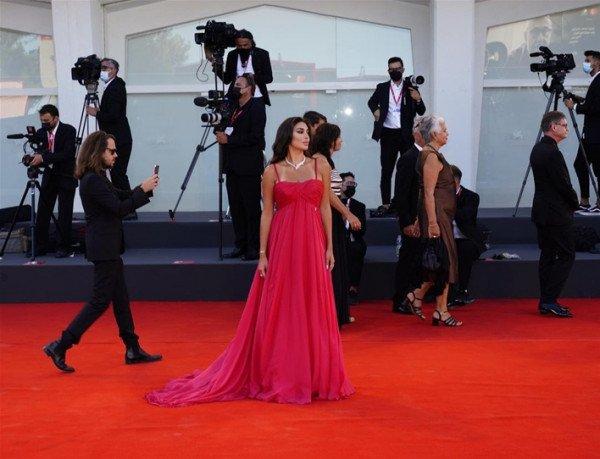 شاهد: ياسمين صبري تخطف الأنظار بفستانها الأحمر-4