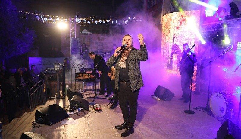 الفنان عوض طنوس يتألق بحفلات العيد المجيد وراس السنه الميلادية