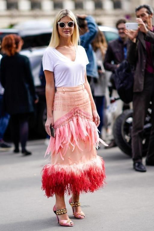 أزياء الريش تتألق من جديد.. اعتمديها على طريقة أحلام