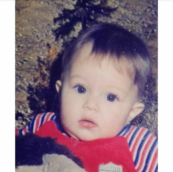 صورة روزينا لاذقاني وهي طفلة تثير إعجاب متابعيها