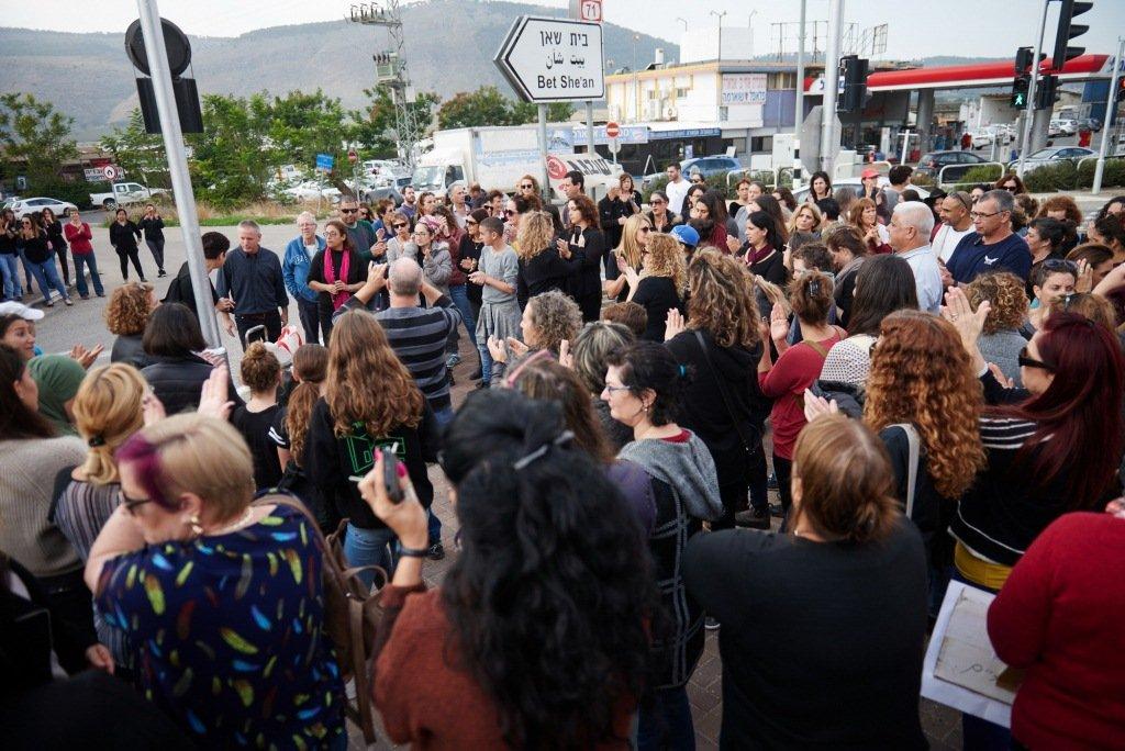  في الجلبوع رسالة موحدة: لا للعنف ضد النساء .. وقفة بمشاركة المئات