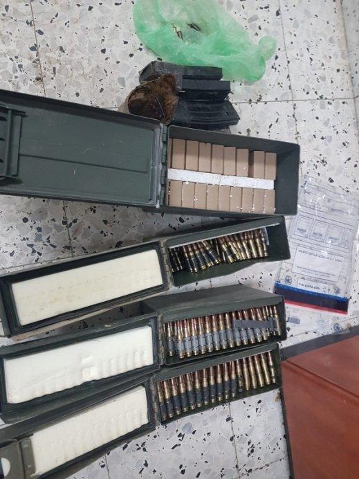 تل السبع: اعتقال 3 شبان ضبط معهم أسلحة ومخدرات