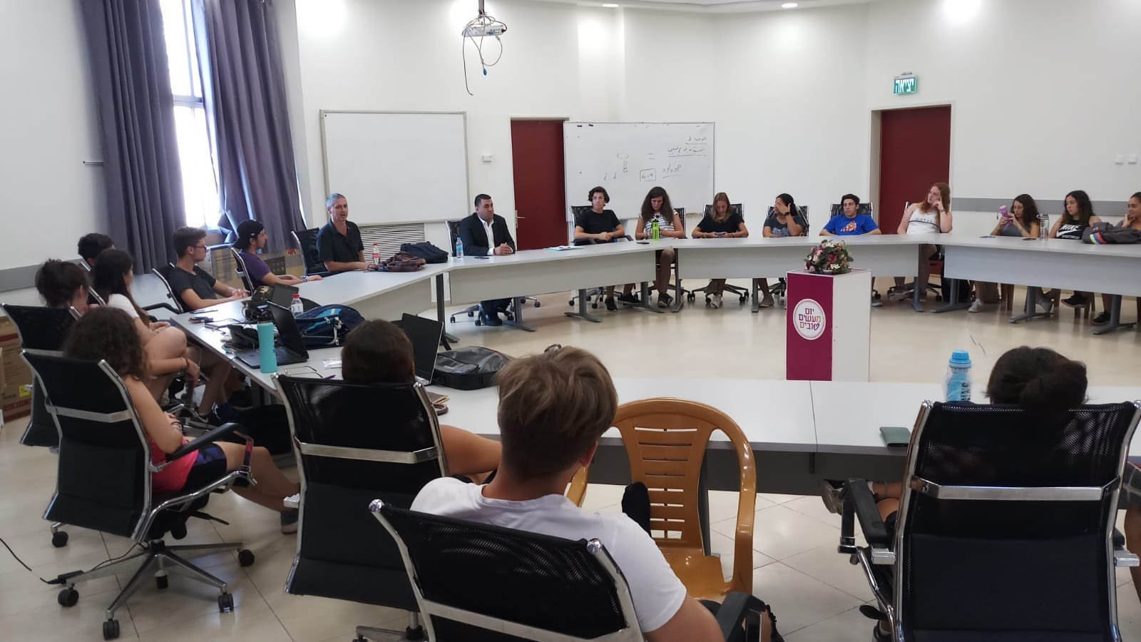 ام الفحم: نائب رئيس البلديّة المحامي علي بركات يستقبل وفدا من جامعيي الأرجنتين