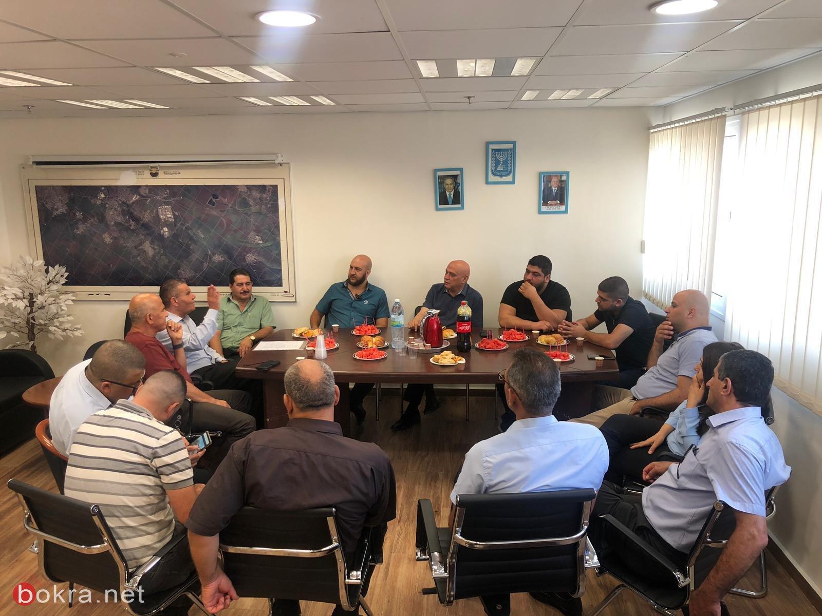 عضو الكنيست عيساوي فريج يزور المجلس الاقليمي بستان المرج لجلسة عمل