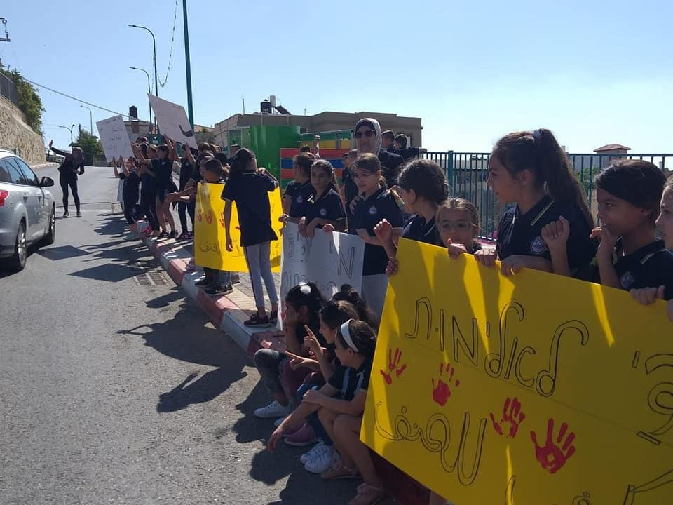 طلاب طرعان يتظاهرون مطالبين وقف العنف