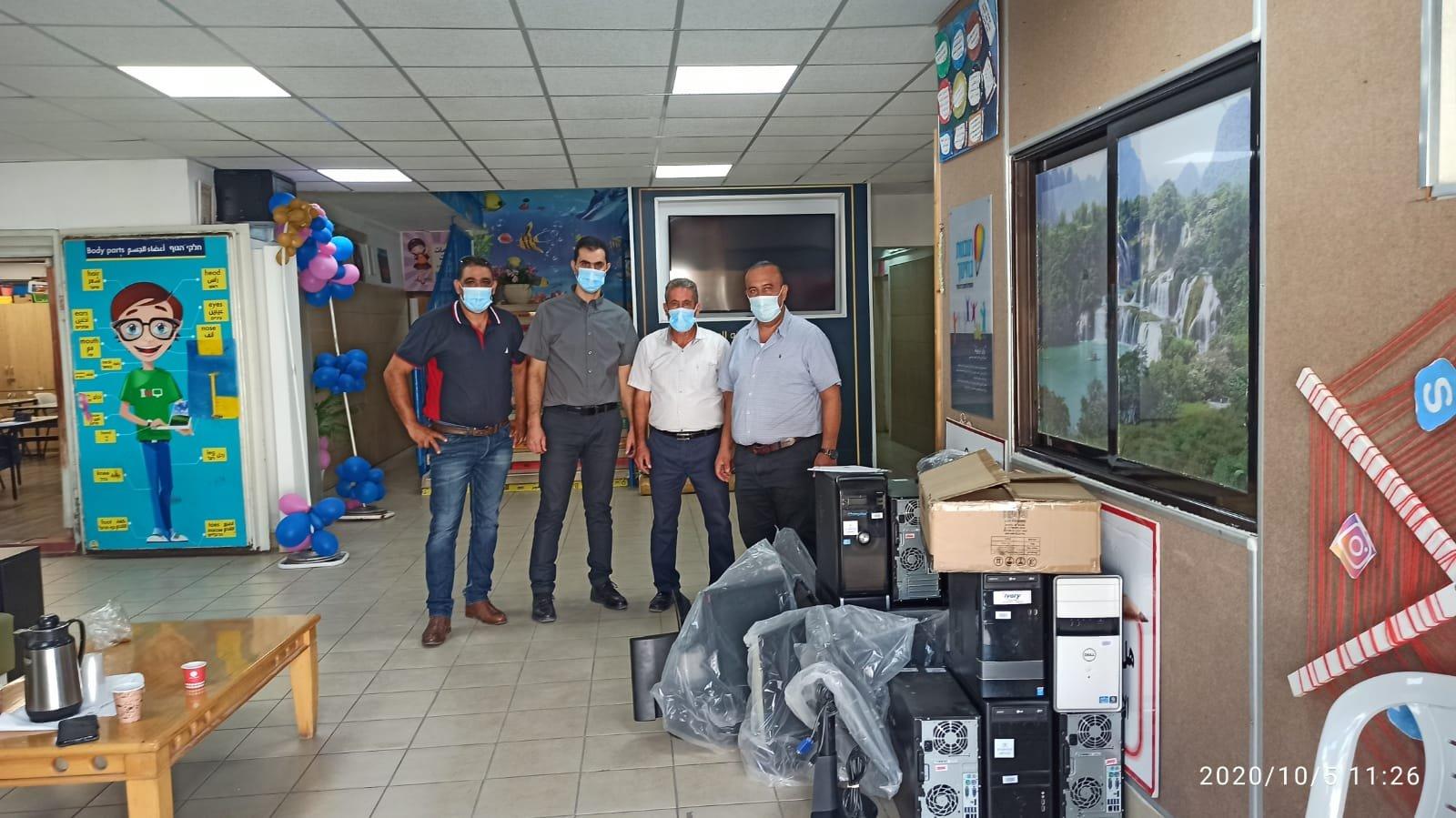 مجلس طلعة عارة يتبرع ب 12 حاسوب لابتدائية مشيرفة-0