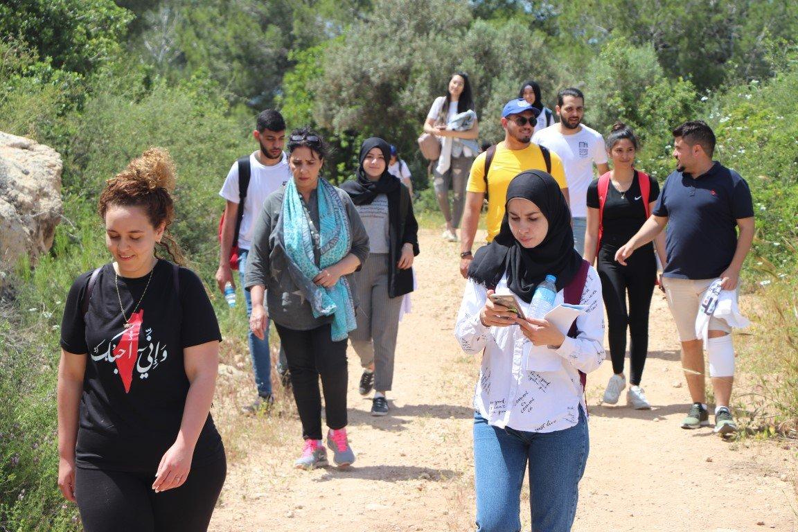 هذه بلادي: أكثر من 100 طالب جامعي يعودون إلى عين غزال المهجرة