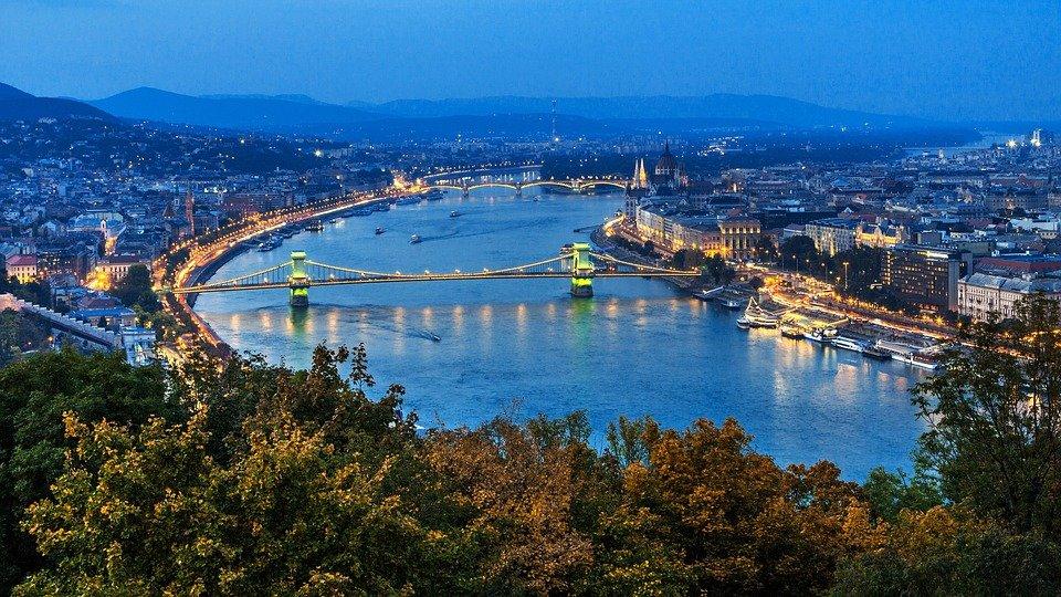 جسر السلسة المعلق تحفة معمارية تصل بين طرفي بودابست