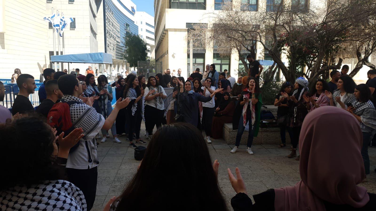 محكمة الصلح في حيفا تُطلق سراح الشاب احمد كيوان صديق الشهيد-0