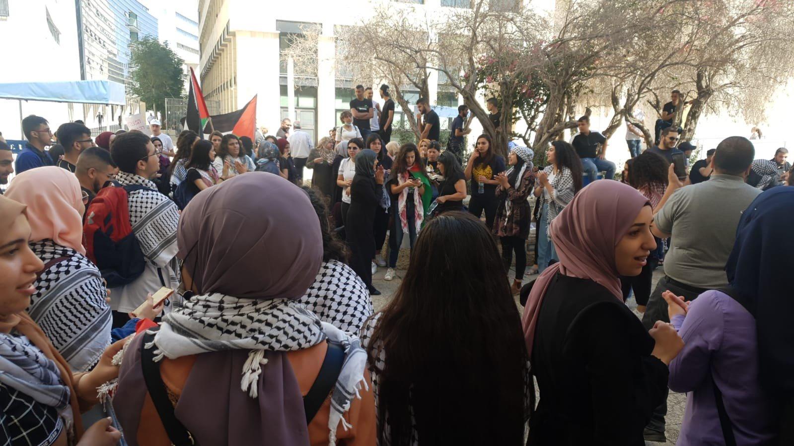محكمة الصلح في حيفا تُطلق سراح الشاب احمد كيوان صديق الشهيد-1