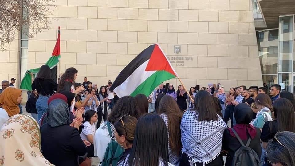 محكمة الصلح في حيفا تُطلق سراح الشاب احمد كيوان صديق الشهيد-3