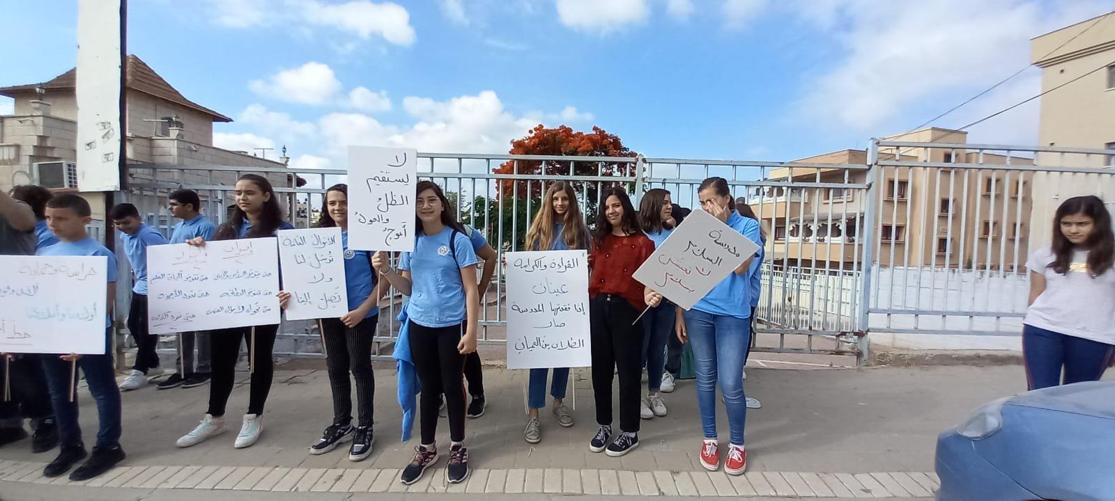 اعتداء على مدرسة في الطيبة والطلاب يتظاهرون-0