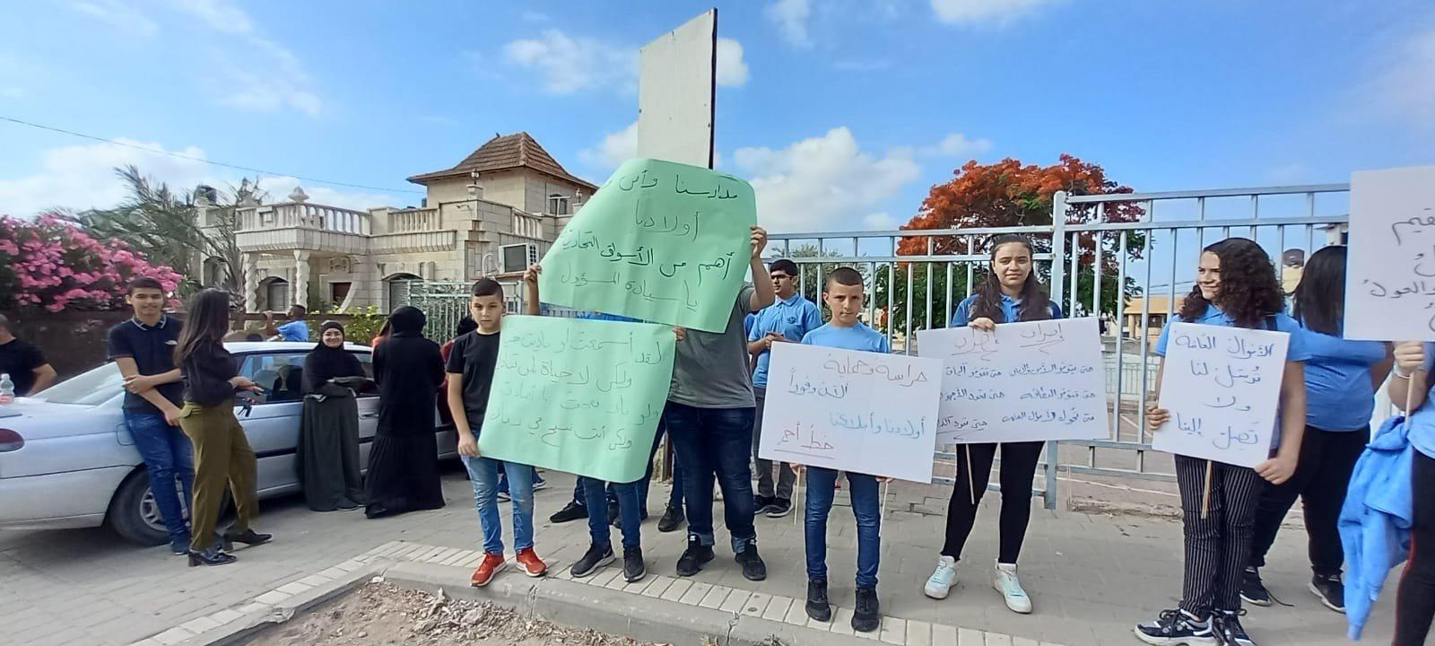 اعتداء على مدرسة في الطيبة والطلاب يتظاهرون-5
