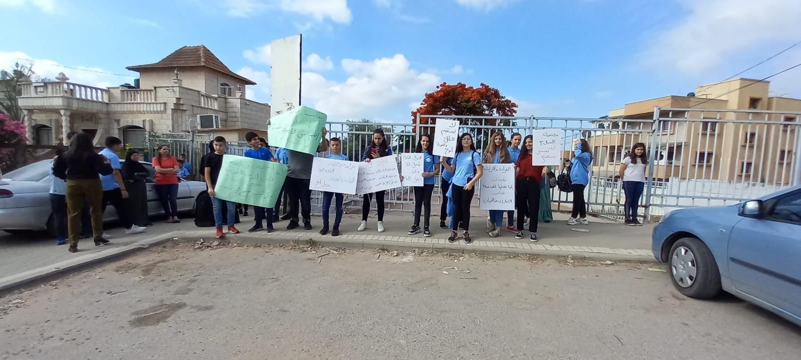 اعتداء على مدرسة في الطيبة والطلاب يتظاهرون-6