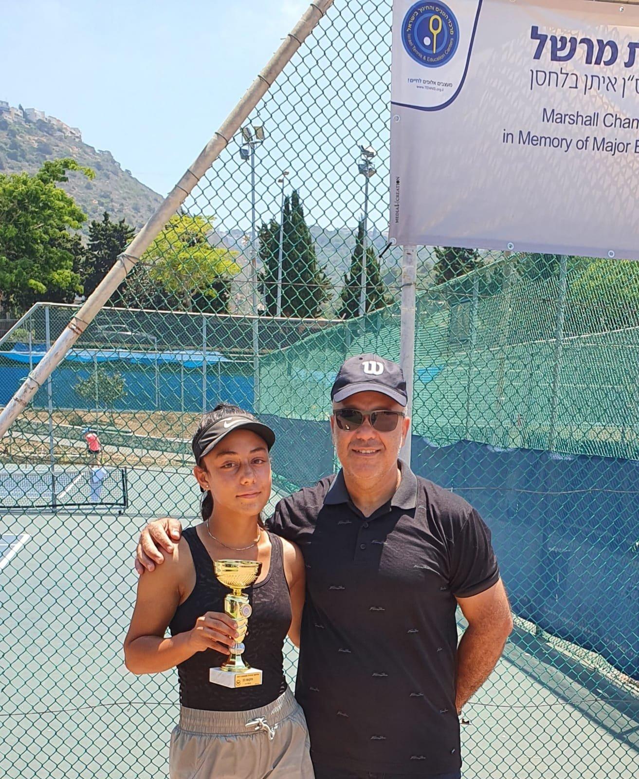 بطلة التنس الأرضي كاريمان بقاعي تواصل التحليق وتفوز بالمرتبة الثانية قطريًا-5