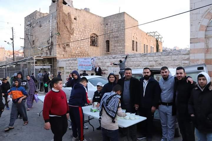 آلاف المصلين يؤدون صلاة الفجر في الحرم الابراهيمي الشريف 1142996054