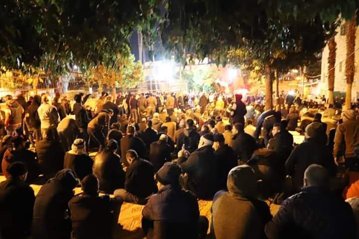 آلاف المصلين يؤدون صلاة الفجر في الحرم الابراهيمي الشريف 1781562860