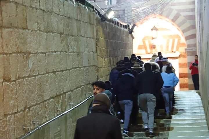آلاف المصلين يؤدون صلاة الفجر في الحرم الابراهيمي الشريف 540895341