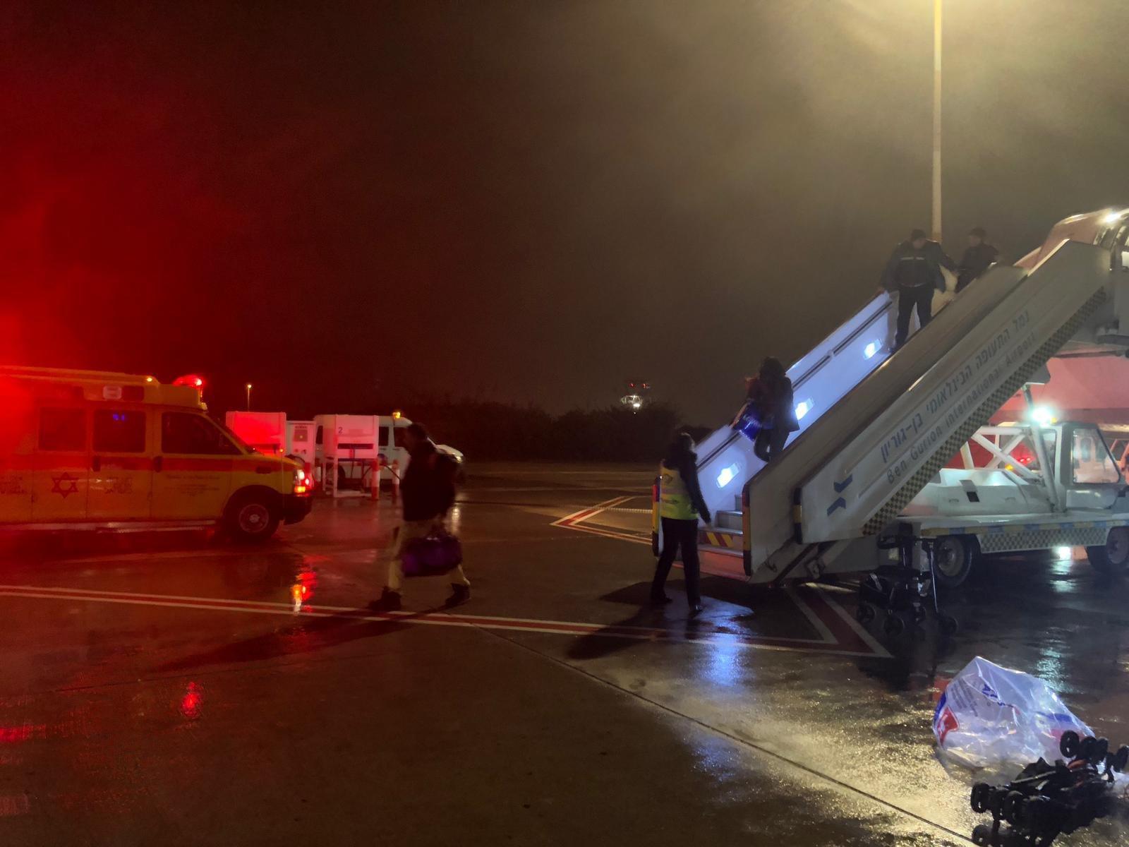 وصول جثمان المرحوم يوسف صبحي غول الى البلاد على متن طائرة