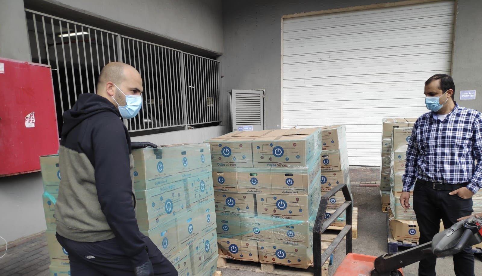بلدية ام الفحم تحصل على 270 طرداً غذائياً للمسنين مقدمة من الجبهة الداخلية