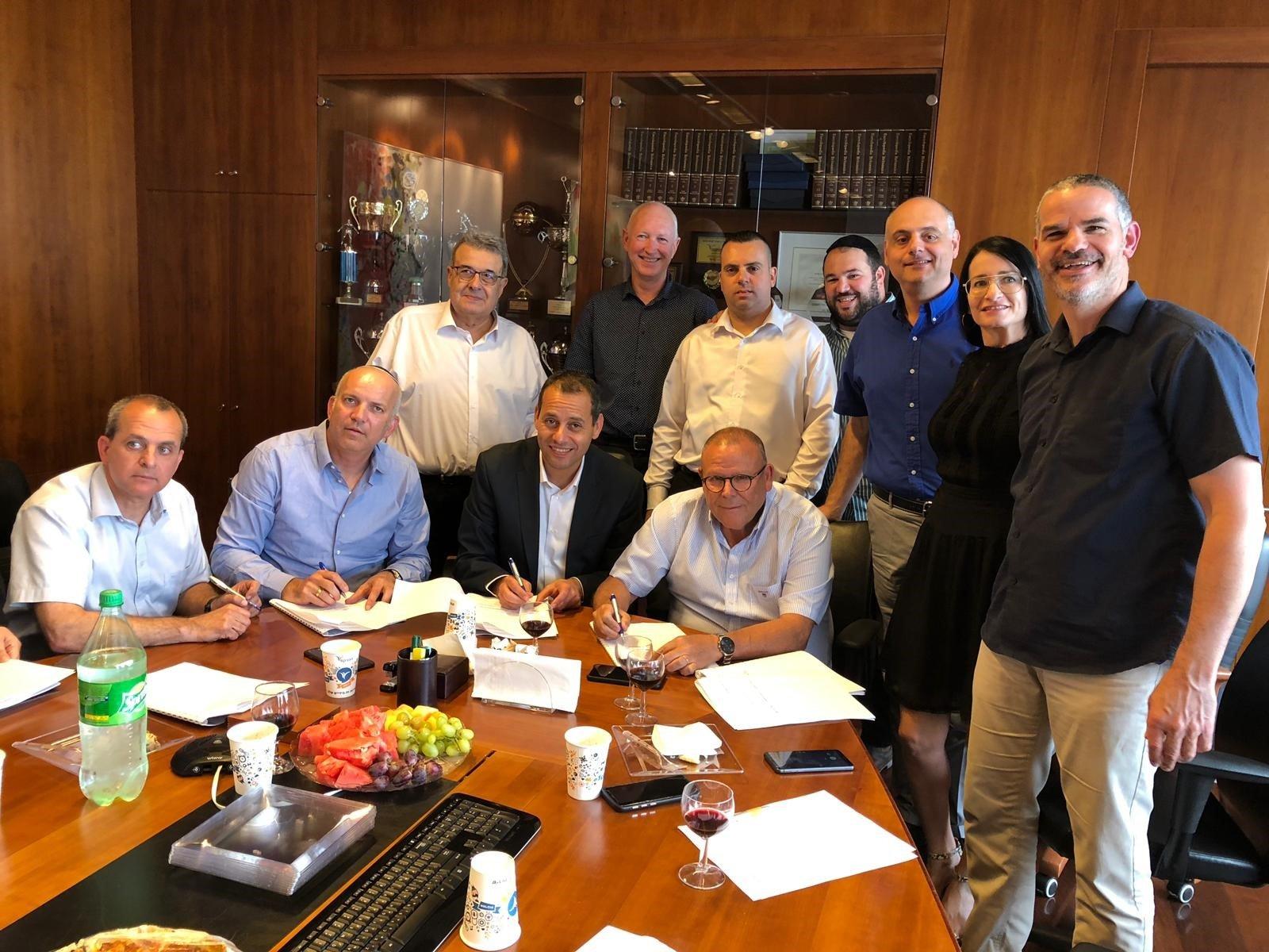 الهستدروت وشركة هافينيكس للتأمينات ولجنة موظفي الشركة يوقعون على اتفاقية عمل جماعية جديدة