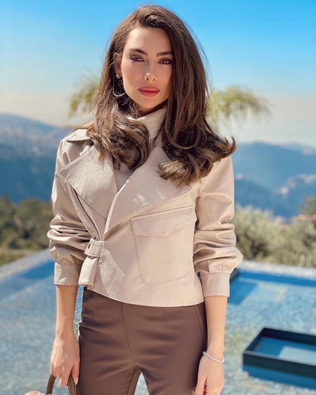 مكياج وتسريحات شعر من بطلة مسلسل الساحر ستيفاني صليبا