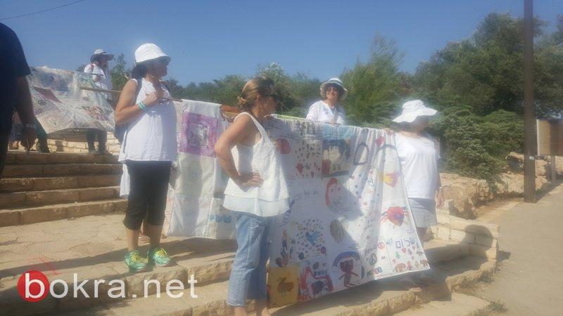 """""""نساء يصنعن السلام"""" تنظم مسيرة امام الكنيست وتدعو للتوصل الى اتفاق سياسي-13"""