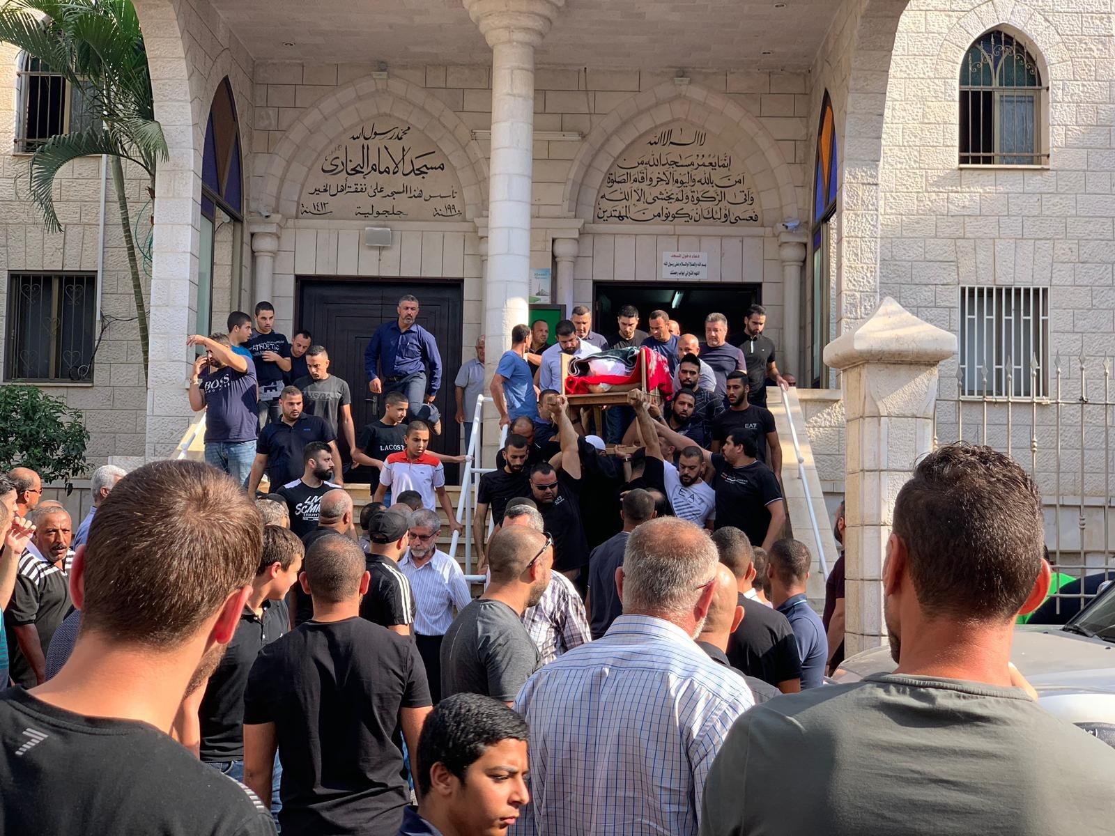 جلجولية: العشرات تشارك بتشيع جثمان المغدور عرباس
