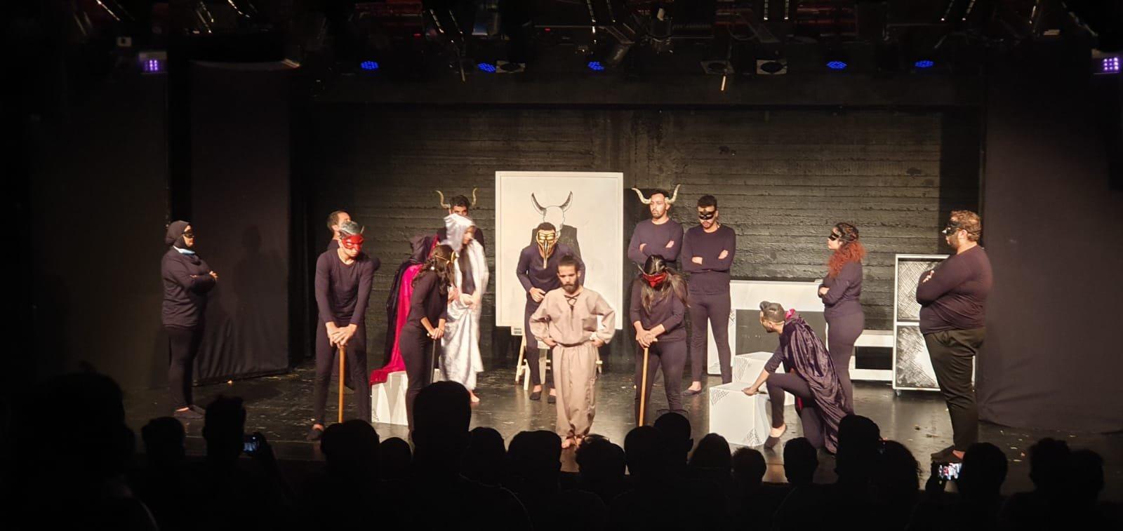 أكاديمية فرينج الناصرة تحتفل هذا الأسبوع بتخريج الفوج الثاني من طلاب فرع التمثيل الجدد وعرض مسرحيتهم الأولى-6