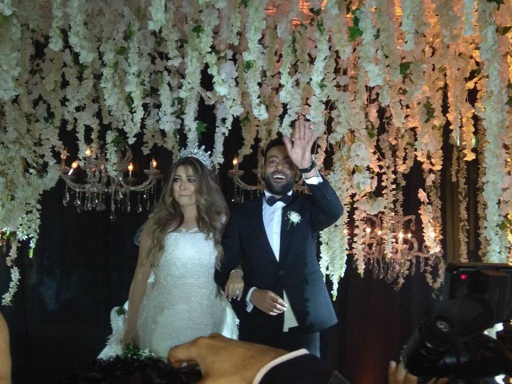 شاهد: تامر عاشور يحتفل بزفافه وسط نجوم الغناء والفن