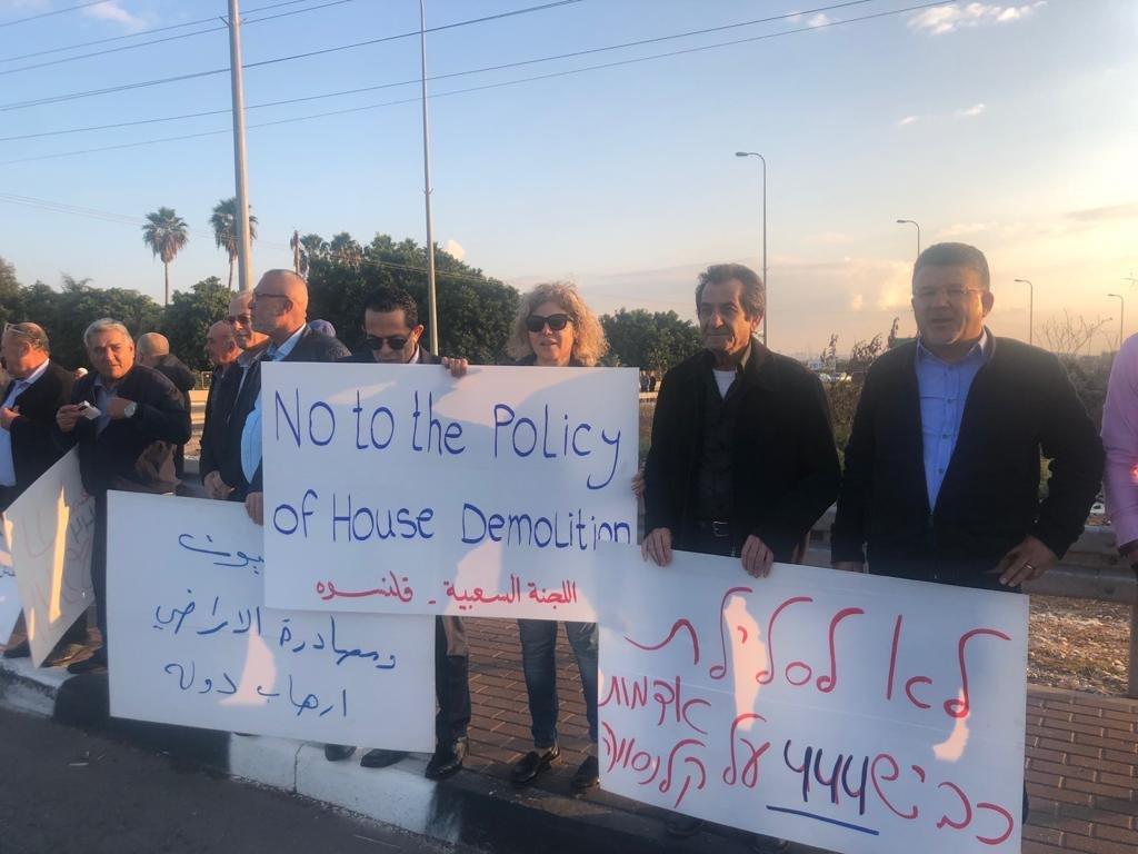 قلنسوة: وقفة احتجاجية ضد هدم البيوت والعنف وتدفيع الثمن