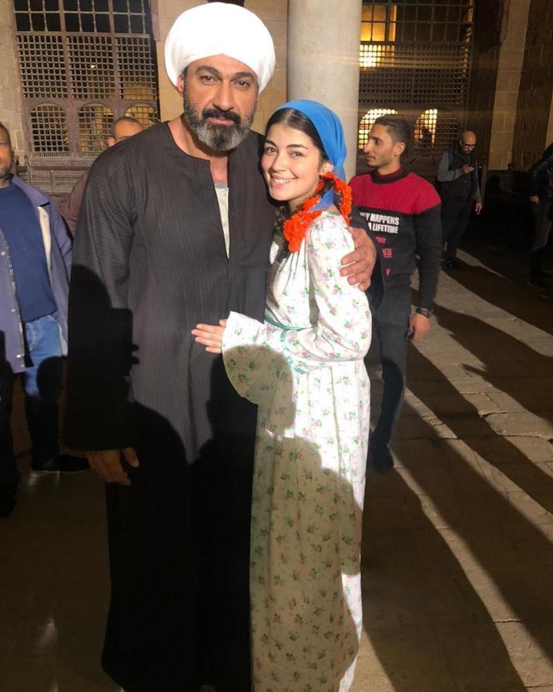 ابنة أحمد زاهر تخطف الأنظار ورسالة مؤثرة من والدها