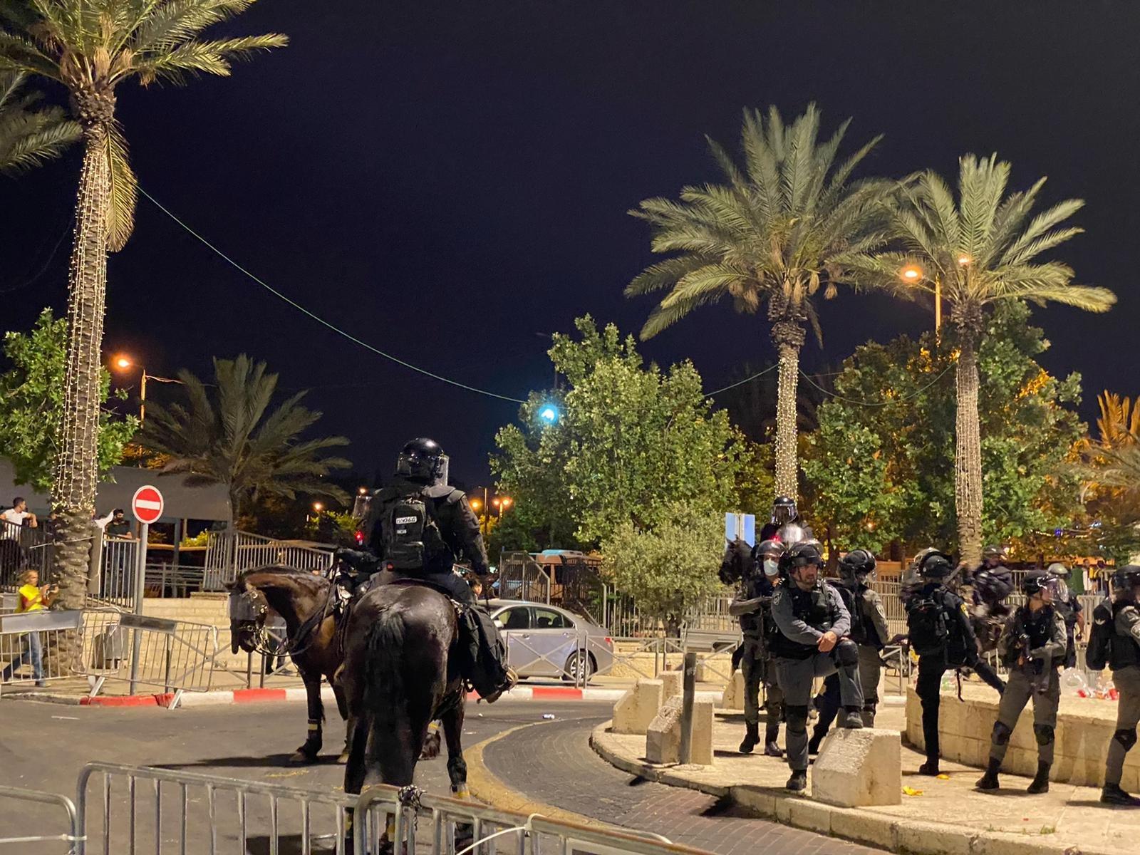 مواجهات مع الشرطة واعتقال 3 مواطنين في باب العامود بالقدس-1