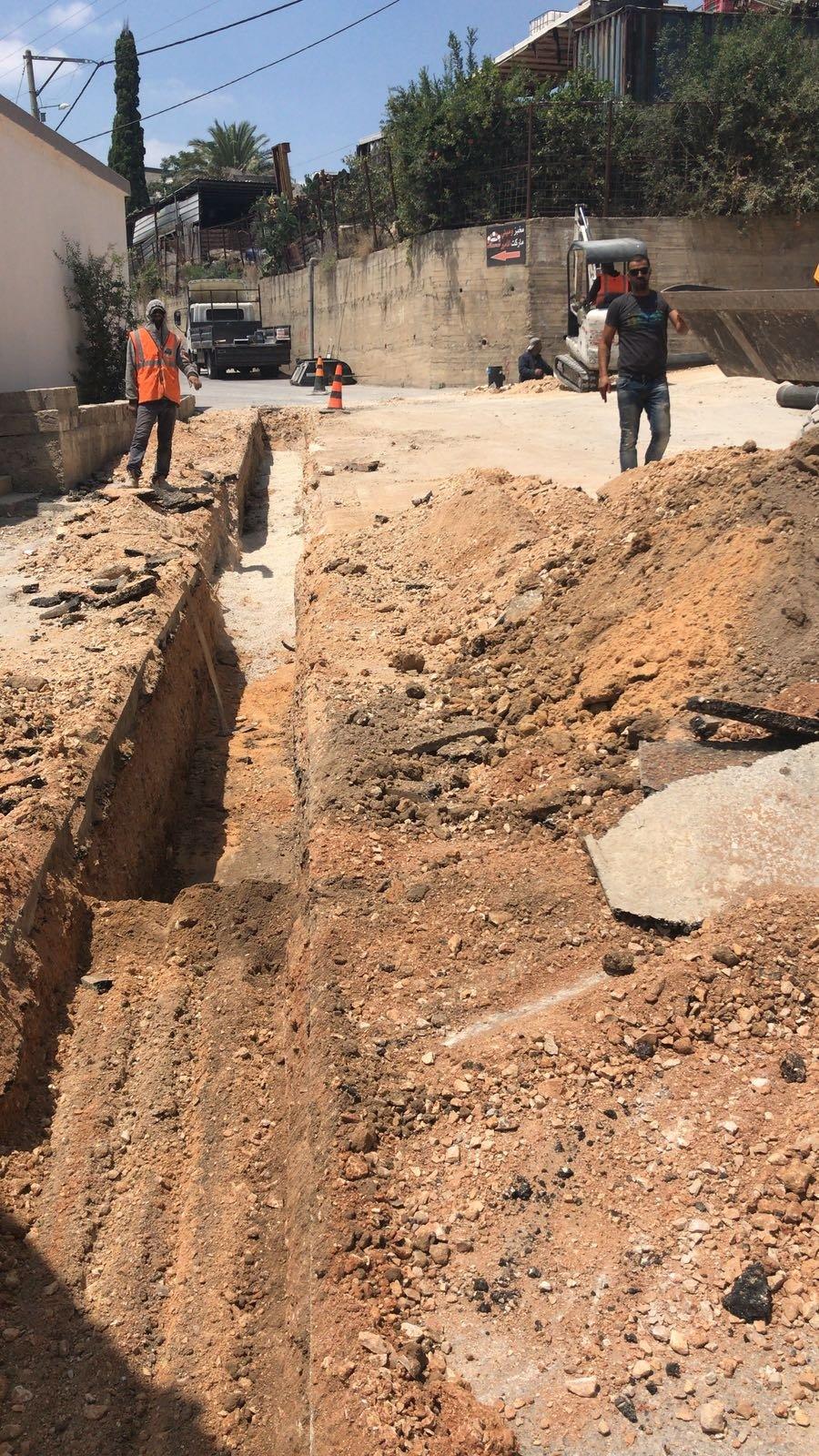 مياهكم يطور انبوب المياه الرئيسي في قرية المشهد