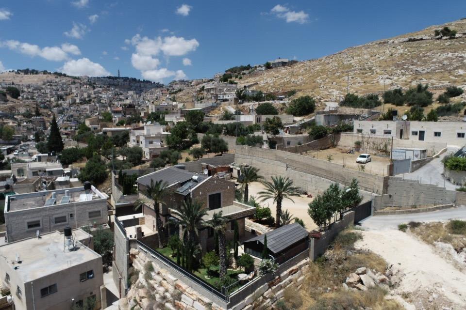 السُلطات الإسرائيلية تجبر مواطن مقدسي على هدم بيته بيده!-1