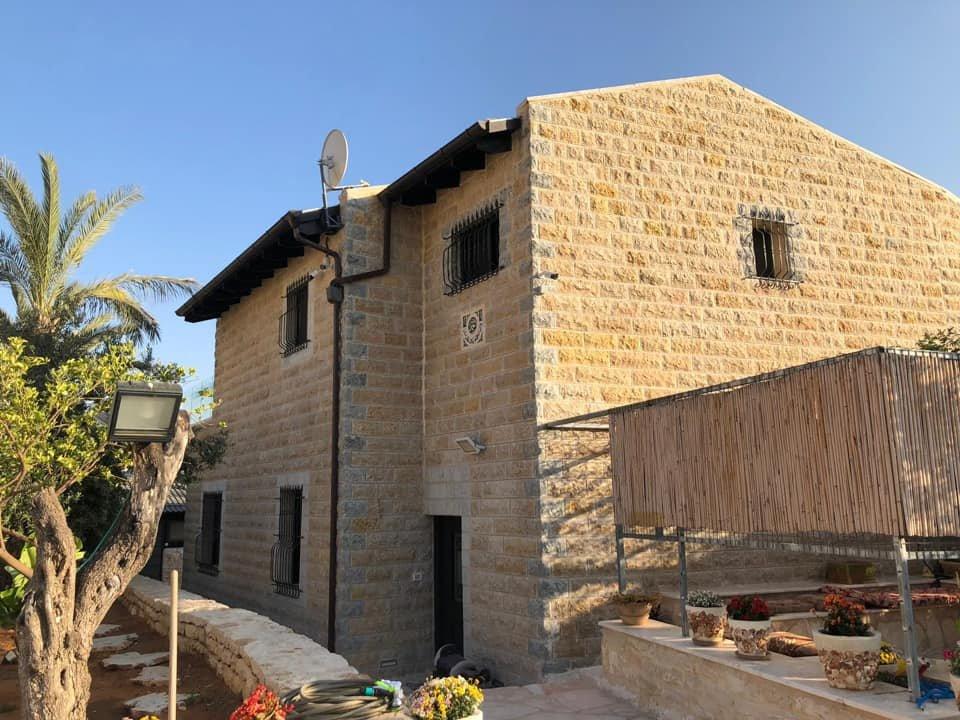 السُلطات الإسرائيلية تجبر مواطن مقدسي على هدم بيته بيده!-2