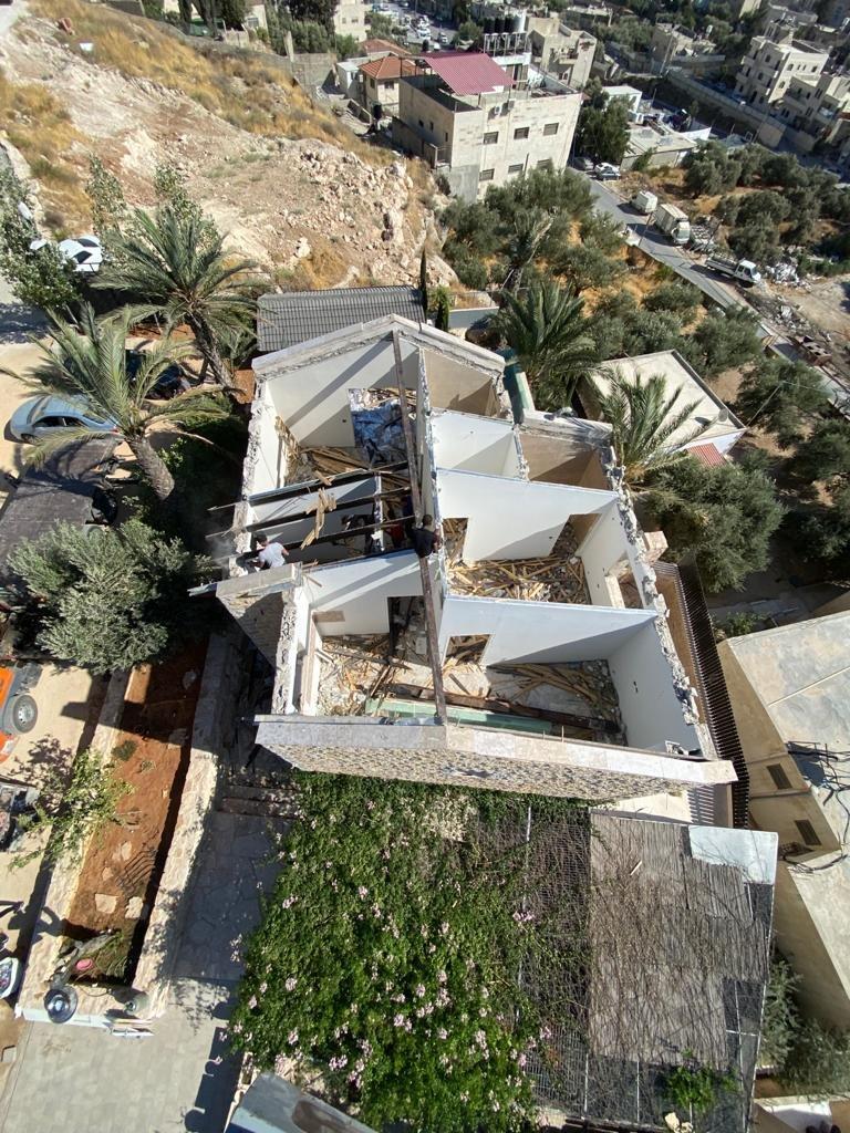 السُلطات الإسرائيلية تجبر مواطن مقدسي على هدم بيته بيده!-4