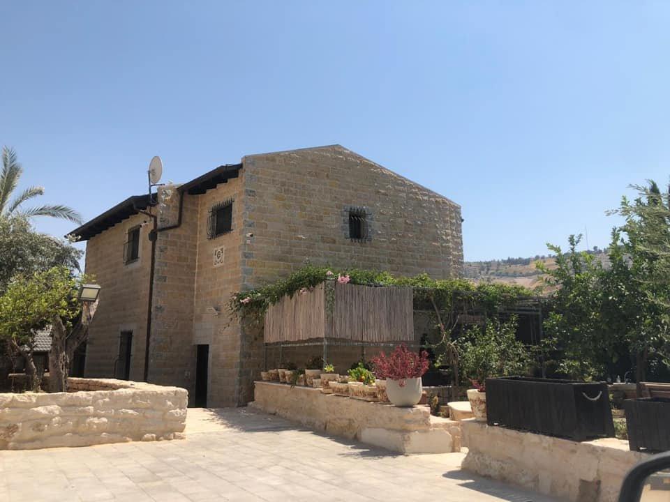 السُلطات الإسرائيلية تجبر مواطن مقدسي على هدم بيته بيده!-5