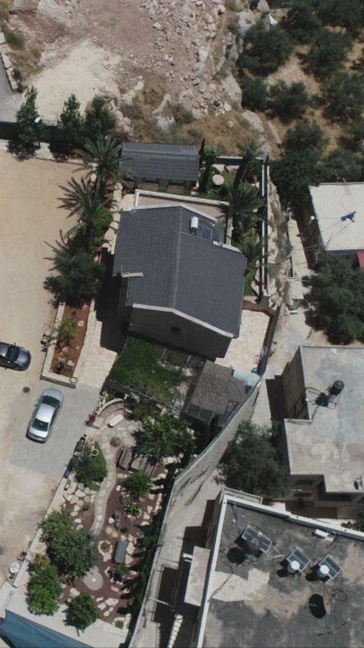 السُلطات الإسرائيلية تجبر مواطن مقدسي على هدم بيته بيده!-6
