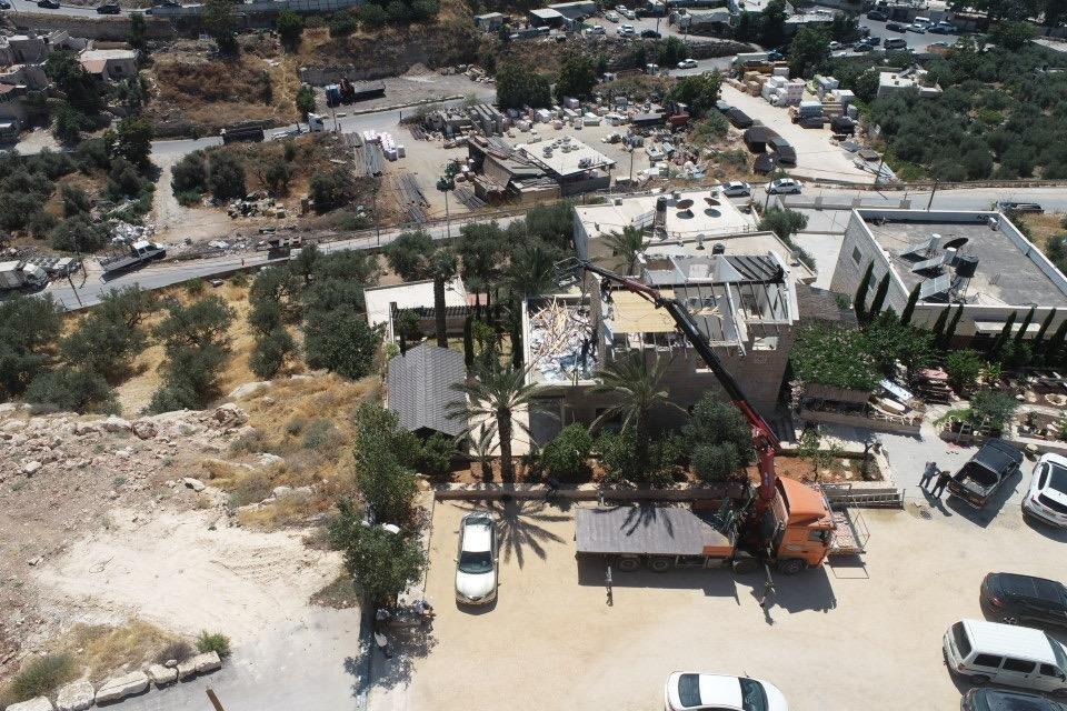 السُلطات الإسرائيلية تجبر مواطن مقدسي على هدم بيته بيده!-7