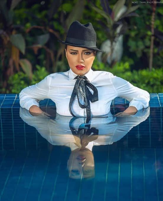 أول جلسة تصوير لـ رانيا يوسف في حمام السباحة بعد واقعة الفستان