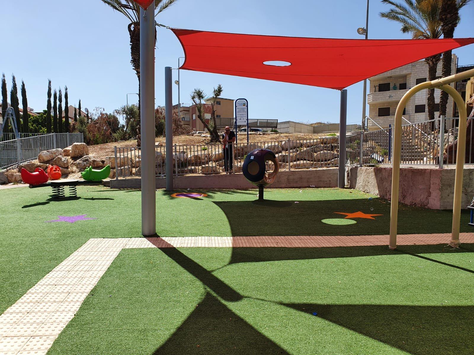 إقامة منتزهات وحدائق وتجديد بعضها في احياء الناصرة