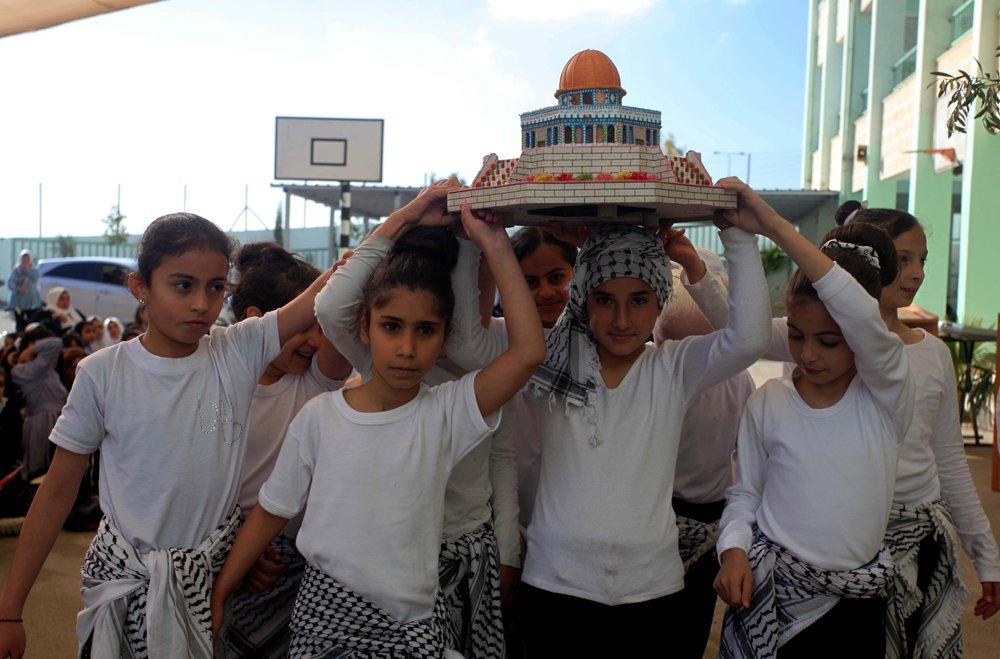 إحياء الذكرى الـ13 لاستشهاد ياسر عرفات بفعاليات ومسيرات في الضفة-0