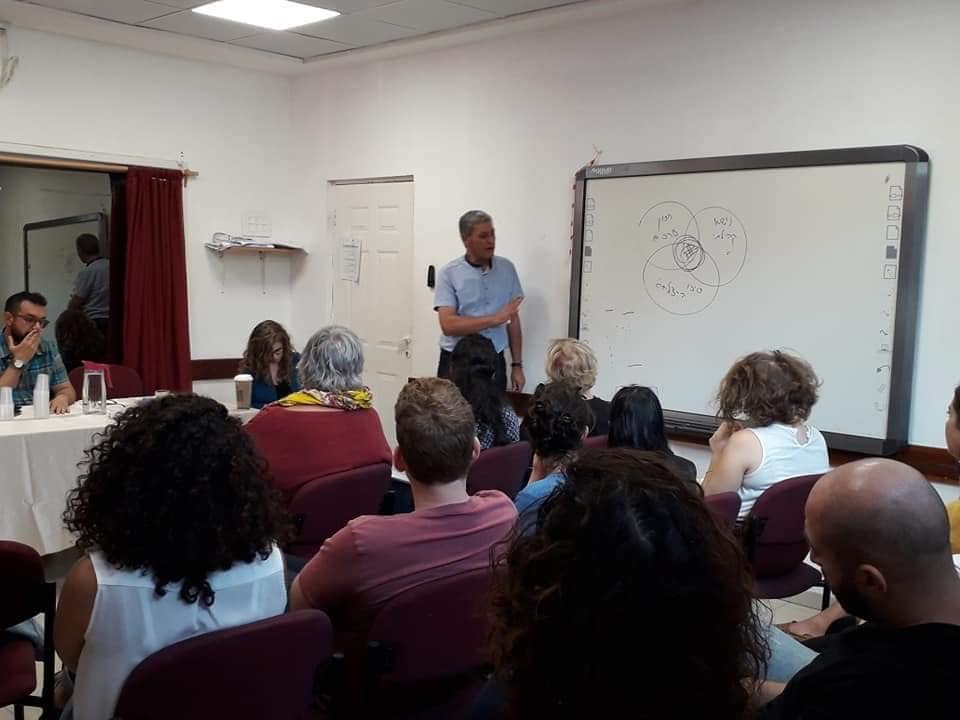 ندوة في واحة السلام حول تنفيذ مشاريع في المجتمع المدني