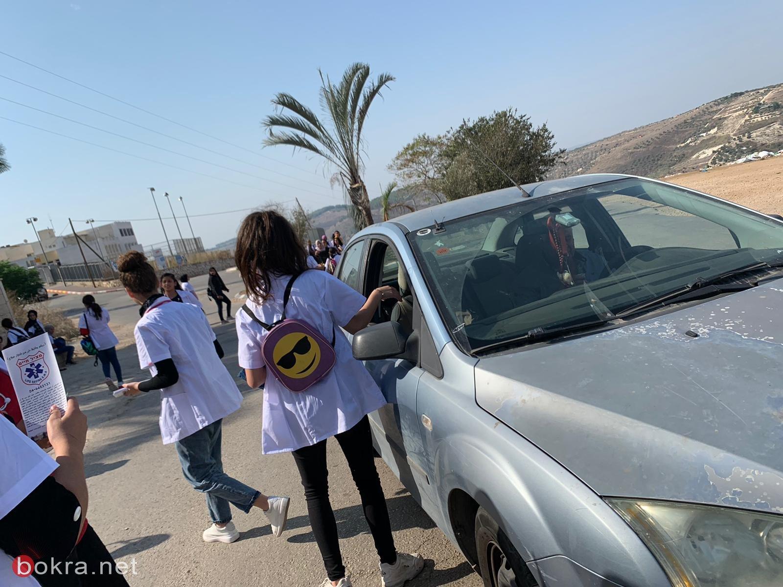 بذكرى المولد النبوي: طبيبات المستقبل من إعدادية خديجة الفحماوية يعايدن على الأهالي