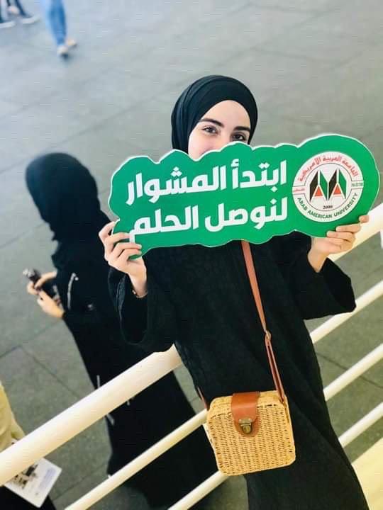 وفاء أبو عرّة... متعدّدة المواهب ما بين التصوير وإلقاء الشعر