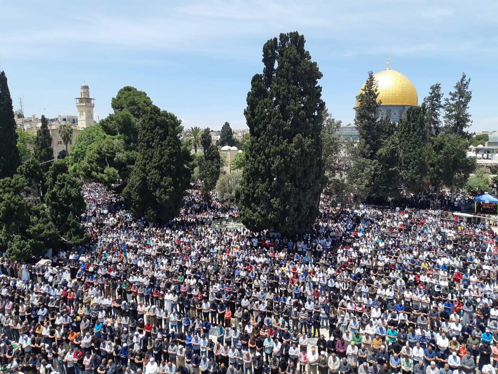 اكثر من 180 ألفًا أدوا صلاة الجمعة في الاقصى