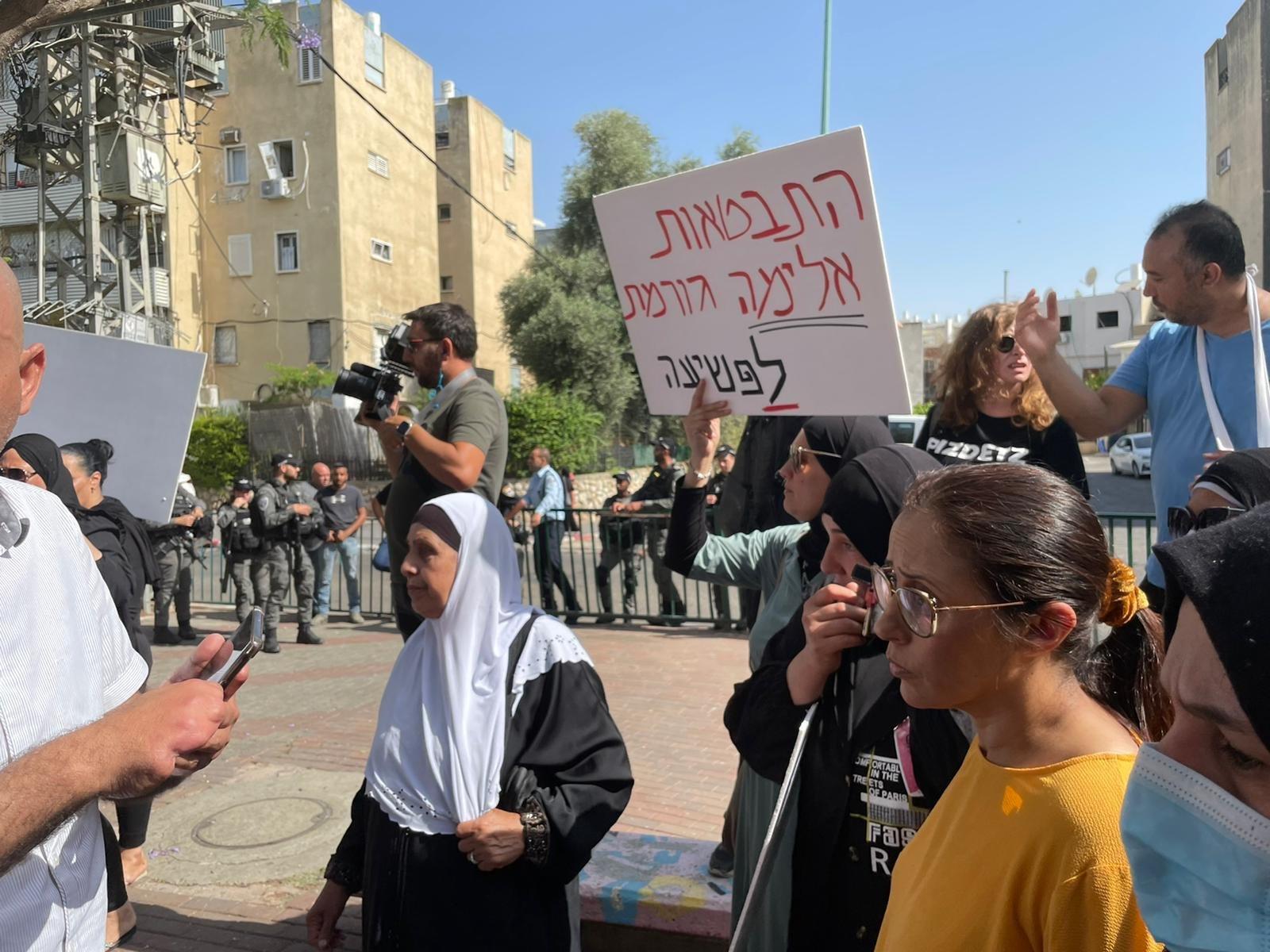 اللد: أهال يتظاهرون ضد محاولات النواة التوراتية والبلدية السيطرة على ساحة مدرسة عربية!-2