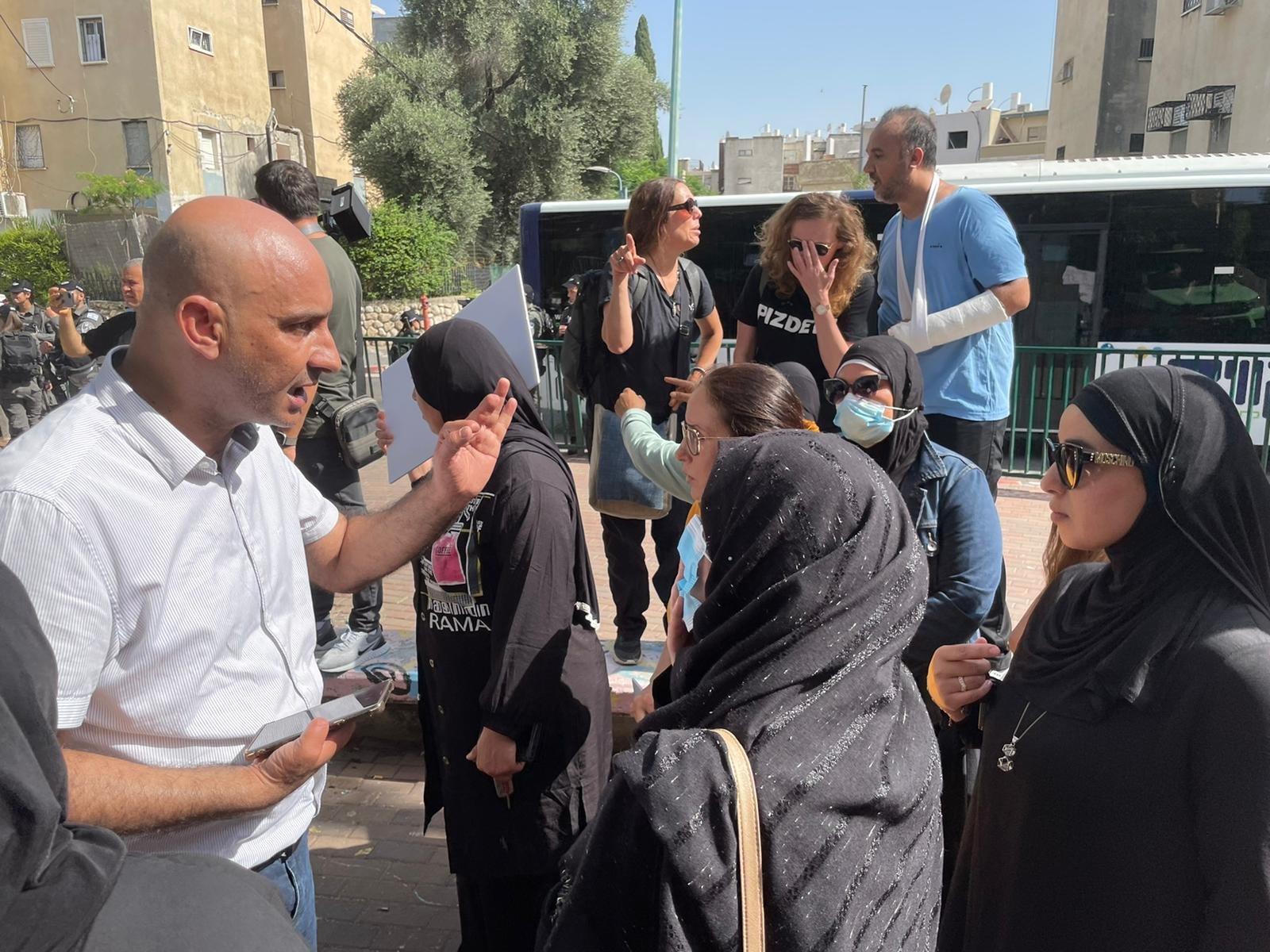 اللد: أهال يتظاهرون ضد محاولات النواة التوراتية والبلدية السيطرة على ساحة مدرسة عربية!-3
